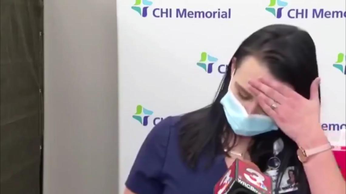 Tiffany Dover nővér koronavírus oltás után.