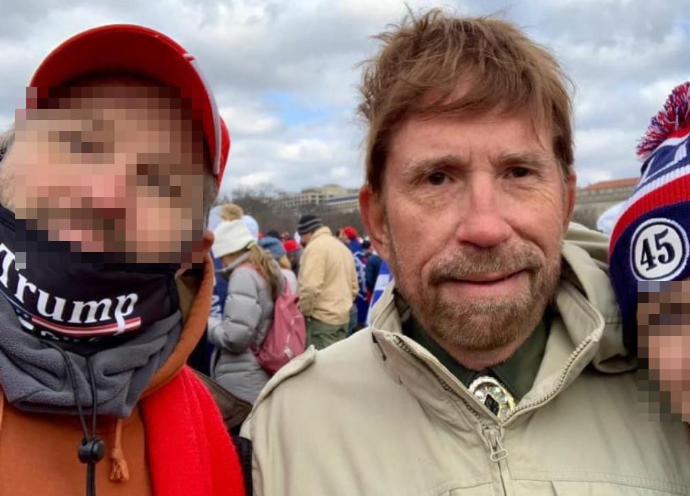Chuck Norris MAGA-tüntetőkkel