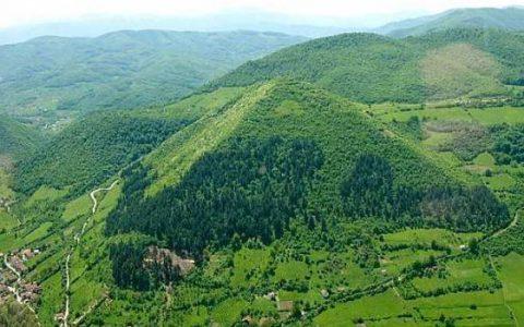 A boszniai piramis képe