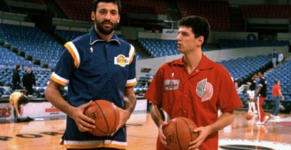 Divac és Petrovic a Once Brothers című filmben
