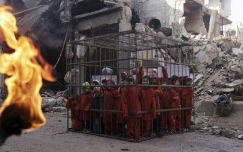 A képen nem ISIS által elégetett gyerekek láthatók, hanem egy szíriai tüntetés résztvevői.