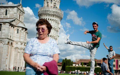 Turisták a pisai ferde toronynál