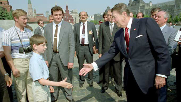 Putyin hasonmás Reagan közelében