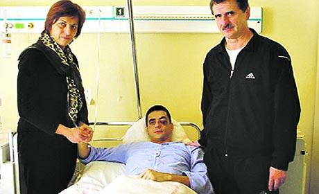 Sesum szüleivel a kórházban