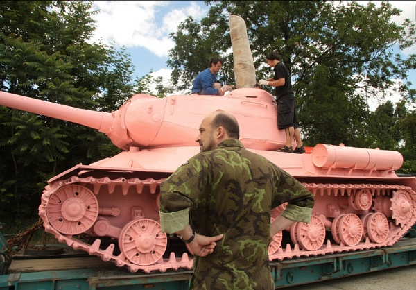 Prágai rózsaszín tank